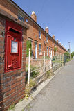 Casas Terraced com postbox Fotografia de Stock Royalty Free