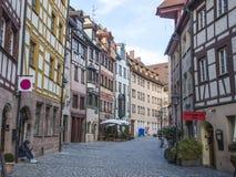 Casas Terraced, sem carros estacionados europa 2018g imagem de stock