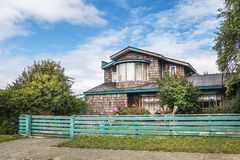 Casas tradicionais da arquitetura no Chile do sul - Ancud, ilha de Chiloe, o Chile imagem de stock royalty free