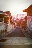 Casas tradicionales coreanas en el pueblo de Bukchon Hanok Foto de archivo libre de regalías