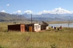 Casas tradicionales en la zona rural QwaQwa Foto de archivo libre de regalías