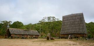 Casas tradicionales en las montañas centrales, Vietnam Imagen de archivo libre de regalías