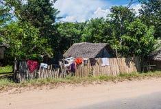Casas tradicionales en Madagascar foto de archivo