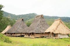 Casas tradicionales en museo al aire libre en Wologai Imagenes de archivo