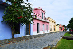 Casas tradicionales históricas en Colonia, Uruguay imagen de archivo libre de regalías