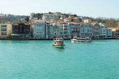 Casas turcas en el estrecho de Bosphorus Foto de archivo