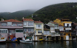 Casas turcas en el estrecho de Bosphorus Imagen de archivo libre de regalías