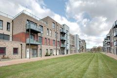 Casas urbanas y apartamentos modernos imagen de archivo libre de regalías