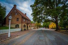 Casas velhas ao longo de Main Street em Salem Historic District idoso, Fotos de Stock