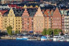 Casas velhas coloridas em Kungsholmen, ilha no lago Mälaren na Suécia, parte de Éstocolmo central fotografia de stock royalty free