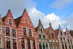 Casas velhas coloridas no mercado, cidade velha do tijolo de Bruges, Bélgica fotografia de stock
