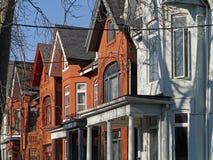 Casas velhas com frontões imagens de stock royalty free