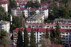 Casas velhas da cinco-história em Sochi, Rússia Imagem de Stock Royalty Free
