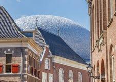 Casas velhas e arquitetura moderna no centro de Zwolle Fotos de Stock Royalty Free