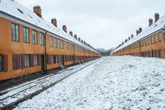 Casas velhas em Nyboder Dinamarca foto de stock