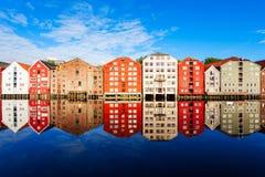 Casas velhas em Trondheim foto de stock