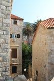 Casas velhas no centro histórico da Croácia de Dubrovnik fotografia de stock