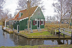 Casas verdes no museu de Zaanse Schans Imagens de Stock Royalty Free