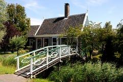 Casas verdes tradicionais em Zaanse Schans Países Baixos Imagem de Stock