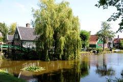 Casas verdes tradicionais em Zaanse Schans Países Baixos Fotos de Stock Royalty Free