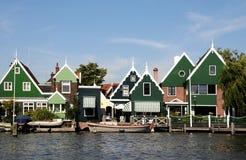 Casas verdes tradicionais em Zaanse Schans Países Baixos Fotografia de Stock Royalty Free