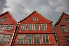 Casas vermelhas de madeira no mercado de peixes, Bergen, Noruega Fotos de Stock Royalty Free