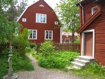 Casas vermelhas velhas típicas da madeira. Linkoping. Suécia Foto de Stock
