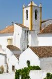 Casas viejas blancas en Algarve, Portugal Foto de archivo libre de regalías
