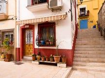 Casas viejas coloridas en Alicante, España Fotos de archivo