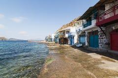Casas viejas de Colourfull en la ciudad de los pescadores de Klima en los Milos isla, Grecia foto de archivo
