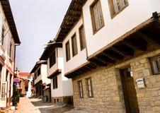 Casas viejas de la opinión de la ciudad Fotos de archivo