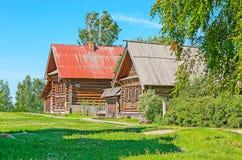 Casas viejas de los campesinos en Suzdal Imágenes de archivo libres de regalías