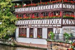 Casas viejas en el distrito del La Petite France en Estrasburgo Imágenes de archivo libres de regalías