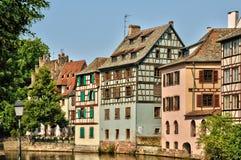 Casas viejas en el distrito del La Petite France en Estrasburgo Foto de archivo libre de regalías