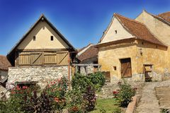 Casas viejas en fortaleza del rasnov imagen de archivo