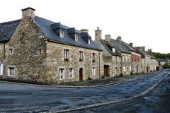 Casas viejas en la calle de la pequeña ciudad en Bretaña Francia Fotos de archivo libres de regalías
