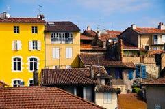 Casas viejas en la ciudad de Auch Imágenes de archivo libres de regalías
