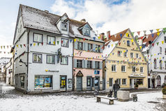 Casas viejas en la pequeña ciudad de Guenzburg en Baviera foto de archivo