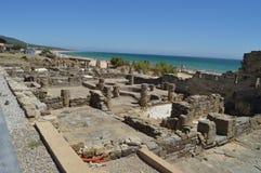 Casas viejas en Roman City Baelo Claudia Dating en del siglo II la playa A.C. de Bolonia en Tarifa Naturaleza, arquitectura, hist fotografía de archivo libre de regalías