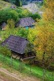 Casas viejas en ucraniano Cárpatos Imagen de archivo