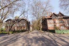 Casas viejas tradicionales del ladrillo en Zabrze fotos de archivo