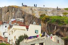 Casas vivas viejas de Medina en el área pobre de Tánger Imágenes de archivo libres de regalías