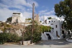 Casas Whitewashed típicas em Adamantas, Milos, Grécia foto de stock royalty free