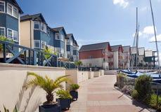 Casas y apartaments del puerto deportivo fotos de archivo libres de regalías