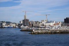 Casas y emplazamientos de la obra urbanos en Bodo, Noruega Fotografía de archivo libre de regalías
