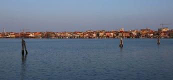 Casas y hoteles en ciudad de SOTTOMARINA cerca de Venecia en Italia Imagen de archivo libre de regalías