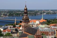 Casas y tejados de Riga Fotos de archivo