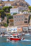 Casas y yates - islas de Grecia Imagen de archivo libre de regalías
