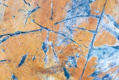 Casca de madeira da pintura do amarelo da superfície do azul e superfície velha lascada do fundo do grunge fotos de stock