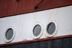 Casca do navio com portais fotografia de stock